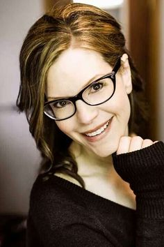 """What is your favorite Lisa Loeb song from the """"No Fairy Tale"""" album? Cute Glasses, Girls With Glasses, Lisa Loeb, Eyeglasses Frames For Women, Womens Glasses, Female Singers, Pretty Woman, Everyday Fashion, Hair Beauty"""