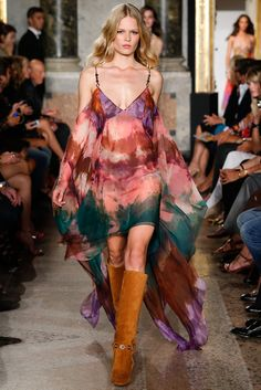 Italian fashion house Emilio Pucci presented their new spring/summer 2015 collection at Milan fashion week spring Creative director Peter Dundas once Hippie Chic, Hippie Man, Haute Hippie, Hippie Style, Emilio Pucci, Spring 2015 Fashion, Spring Summer 2015, Summer Maxi, Boho Fashion