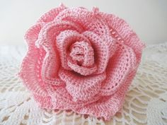 Большая роза Часть 1 Rose Crochet Part 1 Diy Crochet Rose, Bouquet Crochet, Bunny Crochet, Crochet Puff Flower, Crochet Flower Tutorial, Unique Crochet, Crochet Flower Patterns, Crochet Motif, Irish Crochet