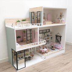 Modern Dollhouse Furniture, Tiny Furniture, Diy Dollhouse, Dollhouse Miniatures, Miniature Houses, Miniature Crafts, Baby Doll Nursery, Doll House Plans, Doll House Crafts