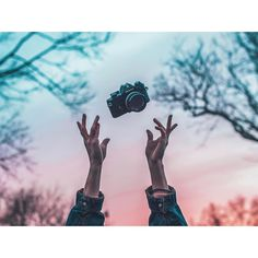 Brandon Woelfel is a Photographer based in New York. He created a unique style with unique photo edits. Brandon Woelfel said his career was growing too fast Object Photography, Artistic Photography, Creative Photography, Photography Tips, Portrait Photography, Brandon Woelfel, Pose, Out Of Focus, Disney Instagram