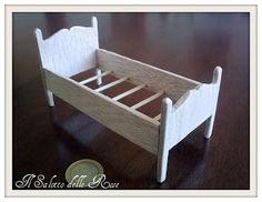 The Rose Lounge: Wood bed. (Tutorial)