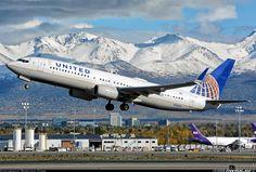 United Airlines Boeing 737-824 N76522 departing Anchorage-Ted Stevens International, September 2015. (Photo: Bastian Ding)