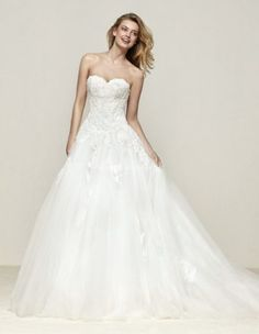 robe de mariée Pronovias outlet moins chère petits prix prix cassé L'Ecrin du Mariage Var boutique mariage Var www.ecrin-mariage.com