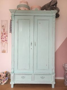 Kleiderschrank - Chalk Paint Big Girl Bedrooms, Girls Bedroom, Room Of One's Own, Kidsroom, Furniture Makeover, Girl Room, Painted Furniture, Armoire, Decoration