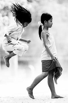 Magnifique photo... l'envie de défier la gravité à toute heure.  Sur cette photo, le saut rappelle nos trampolines !