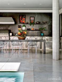 Casa com piscina: linhas retas sob o sol de Brasília - Casa
