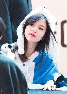 Twice Kpop Girl Groups, Korean Girl Groups, Kpop Girls, San Antonio, Extended Play, Nayeon, Twice Kpop, Myoui Mina, Japanese American