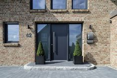 View of the symmetrical house entrance- Blick auf den symmetrischen Hauseingang View of the symmetrical house entrance - Outdoor Decor, Decor, Front Garden, House, Detached House, House Entrance, Front Door, Entrance, Modern Entrance Door