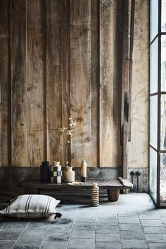 Discover the peaceful expression of the wabi-sabi interior design style and how to emulate it in your spaces. Wabi Sabi, Chinese Interior, Japanese Interior, Home Interior Design, Interior Architecture, Interior Decorating, Interior Cladding, Japanese Architecture, Decorating Ideas