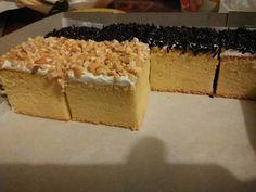 Resep Cake Potong Super Moist oleh Evi Wijayanti - Cookpad Donut Recipes, Pastry Recipes, Mini Cakes, Cupcake Cakes, Bolu Cake, Cake Oven, Cake Receipe, Resep Cake, Petit Cake