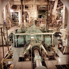 LNG ship engine room... A great labyrinth !