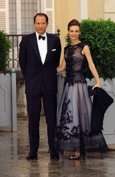 Prince Kardam of Bulgaria and his wife Miriam Ungria arrive to attend a gala dinner at El Pardo Royal Palace 21 May 2004 in Madrid.