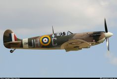 Harry's Haven : Photo Luftwaffe, Fighter Aircraft, Fighter Jets, Spitfire Supermarine, Old Planes, The Spitfires, Aircraft Photos, Battle Of Britain, Aviation Art