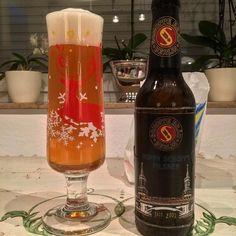 I have an #uglychristmassweater #beerglass ! 🤓 #craftbeer #schoppebräu #hoppyschoppy #pilsner #beer #instabeer #beergeek #beerme #untappd