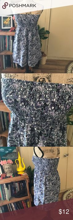 """Strapless boho style dress Forever 21 size small. Great for Beach or summer outfit ! Top to bottom measures 22"""" long. Pretty paisley and flower design Forever 21 Dresses Strapless"""