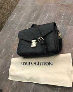 Louis Vuitton Pochette Metis M41487 M41488 M44018 M44072
