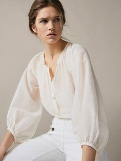 Women´s Shirts & Blouses at Massimo Dutti online. Enter now and view our Spring Summer 2019 Shirts & Blouses collection. Trendy Fashion, Korean Fashion, Fashion Outfits, Womens Fashion, Fashion Ideas, Trajes Business Casual, Hoodie Sweatshirts, Knit Shirt, Shirt Blouses