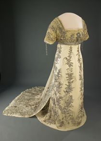 Helen Taft's 1909 inaugural ball gown is made of white silk chiffon appliquéd with floral embroideries in metallic thread and trimmed with rhinestones and beads.