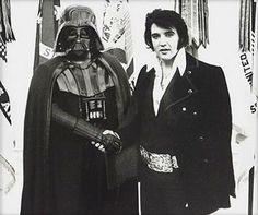 The King of Rock 'n' Roll Elvis Presley with Dark Lord of the Sith Darth Vader. Star Wars Film, Star Wars Fan Art, Star Trek, Men In Black, Space Ghost, Star Ears, Darth Vader, Moda Geek, The Dark Side