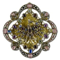 An architectural motif used in this mid 14th century clasp-reliquary.