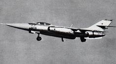 Yakovlev Yak-28 Cette aile en flèche, deux moteurs, les avions de combat gracieux, turboréacteur a été initialement produite comme un bombardier subsonique, mais a ensuite été aménagés en reconnaissance, guerre électronique, intercepteur, et les versions d'entraîneur dans les années soixante.