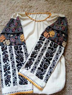 Polish Embroidery, Embroidery Patterns, Folk Costume, Costumes, Ukrainian Dress, Boho Fashion, Womens Fashion, Folklore, Fabric Crafts