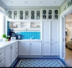 Building a house will not be completed without thinking about the kitchen design. The fascinating kitchen floor plans. French Interior Design, Interior Design Kitchen, Deco Design, Küchen Design, Floor Design, Design Elements, Apartment Kitchen, Apartment Design, Blue Kitchen Decor