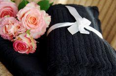 Eleganckie i mięciutkie ręczniki z dekoracyjnym monogramem LBD będą zawsze świetnym pomysłem na prezent!  http://www.hamptons.pl/produkty/kategoria/112/120/tekstylia-lazienkowe/