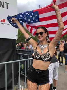 Photos of Street Parade Zurich 2019 - Colours of Unity. The biggest techno festival in Europe, Street Parade takes place once every Summer Techno Festival, Meet Friends, Crazy Outfits, Great Photos, Unity, Festivals, Events, Colours, Costumes