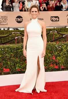 """#Transparent's Amy Landecker is wearing a white #SAFiYAA Spring 2016 """"Leia"""" halterneck gown at the #SAGawards.  30.01.2016"""
