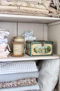 Oh to have the luxury of having one of my cabinets hold all my linens and fabrics! French Country Cottage, Shabby Cottage, Country Cottages, Country Charm, Country Style, Vintage Tins, Vintage Decor, Vintage Style, Vintage Accessoires