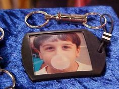 A photo key chain makes a great holiday gift. Follow these instructions by Donna Kato to learn how to make your own photo key chain.