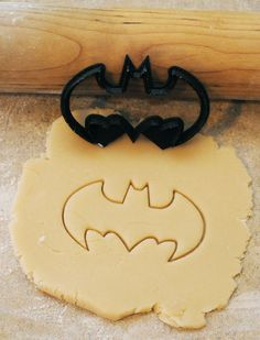 Printed Batman cookie cutter 3 inches wide by BoeTech Batman Cookie Cutter, Batman Cookies, Cookie Cutters, Cookie Stamp, Cake Decorating Supplies, Baking Supplies, Cookie Decorating, Baking Tools, Batman Birthday