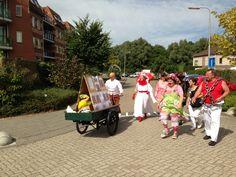 Onderweg naar de jaarmarkt voor mooie demo te geven van de voorstelling circus Flanz