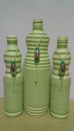Deise Artes Bottle Cap Art, Bottle Top, Rope Crafts, Recycled Crafts, Pallets Garden, Art N Craft, Painted Wine Glasses, Old Bottles, Wine Bottle Crafts