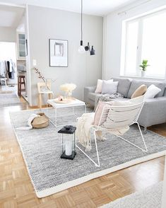 Minimalist Living Room Ideas and Inspiration Home Living Room, Interior Design Living Room, Simple Living Room Decor, Living Comedor, Lounge Design, Cheap Home Decor, Decoration, Decorating Games, Sweet Home
