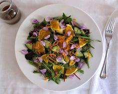 Salada Primavera com Dente de Leão e Flores Comestíveis (Spring Salad with Edible Flowers & Dandelion Greens)