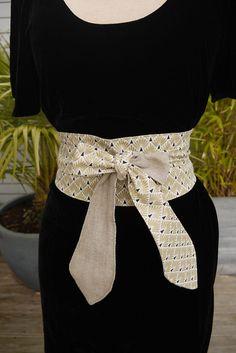 e1af7a08a140 OBI ceinture style japonais - réversible -fnd blanc et dessins géométriques  dorés et noir -