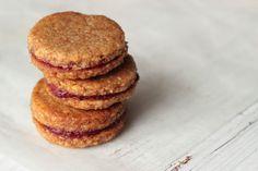 Veselé Borůvky: Vánoční cukroví: Paleo ořechové linecké Christmas Sweets, Xmas, Healthy Cooking, Cooking Recipes, Paleo Baking, Muffin, Food And Drink, Low Carb, Cookies
