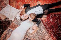 Vintage tapijten kunnen heel veel sfeer en warmte aan een bruiloft decor toevoegen. De juiste kleuren combinatie met de accessoires maakt het een geheel. Voor de prachtigste tapijten neem snel een kijkje op Hipstyling.nl! Foto credits: Ringelberg bruidfotografie | Styling: Hipstyling.nl