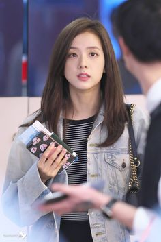 See all BLACKPINK airport photos at Fukuoka and Incheon International Airport back from Japan on October 2018 Kim Jennie, Jenny Kim, Kpop Girl Groups, Korean Girl Groups, Kpop Girls, Blackpink Jisoo, Square Two, Black Pink ジス, Blackpink Members
