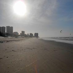 Praia São Marcos, que fica em São Luís do Maranhão. Cada lugar tem seu encanto, só depende dos olhos de quem aprecia... Mais um lugar da minha coleção. Amo viajar!!!!!  #praiadesaomarcos #sãoluis #Maranhão #amo.viajar #mejogueinomundo #contosdamochila #turistaspelomundo #tudotrip #gente_que_ama_viajar #viajarmelhor #essemundoenosso #vamoscairnomundo #destinosehistorias #pelomundo #queroviajarmais