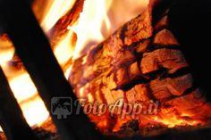 Pezzo di legna ardente