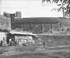 Mura Aureliane – Anfiteatro Castrense (dietro si intravede il campanile della Basilica di Santa Croce in Gerusalemme) Anno: inizi '900