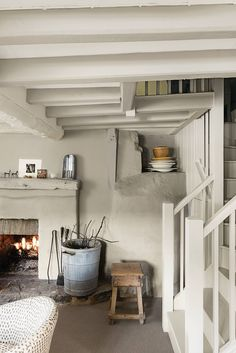 A former House & Garden decoration editor's elegant, understated Wiltshire cottage Painted Beams, Painting Antique Furniture, Cottage Style, Cottage House, Cottage Living Rooms, Ivy House, White Cottage, Mediterranean Homes, New Homes
