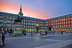 Madrid ///Plaza Mayor I believe. Madrid was a fun city. Places In Spain, Oh The Places You'll Go, Places To Travel, Places To Visit, Budapest, Madrid Travel, Madrid Tours, Visit Madrid, Excursion