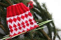 Sweet things: Adventtisukat 2017 - osa 1 Advent, Knitted Hats, Embroidery, Christmas Ornaments, Knitting, Sewing, Holiday Decor, Crocheting, Socks
