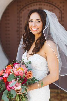 Coastal bridal style, flowing curls, natural makeup // Anna Delores Photography