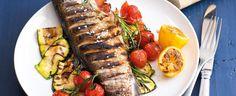 Grilovaný pstruh se zeleninou Czech Recipes, Ethnic Recipes, Cobb Salad, Barbecue, Sushi, Grilling, Pork, Food And Drink, Beef